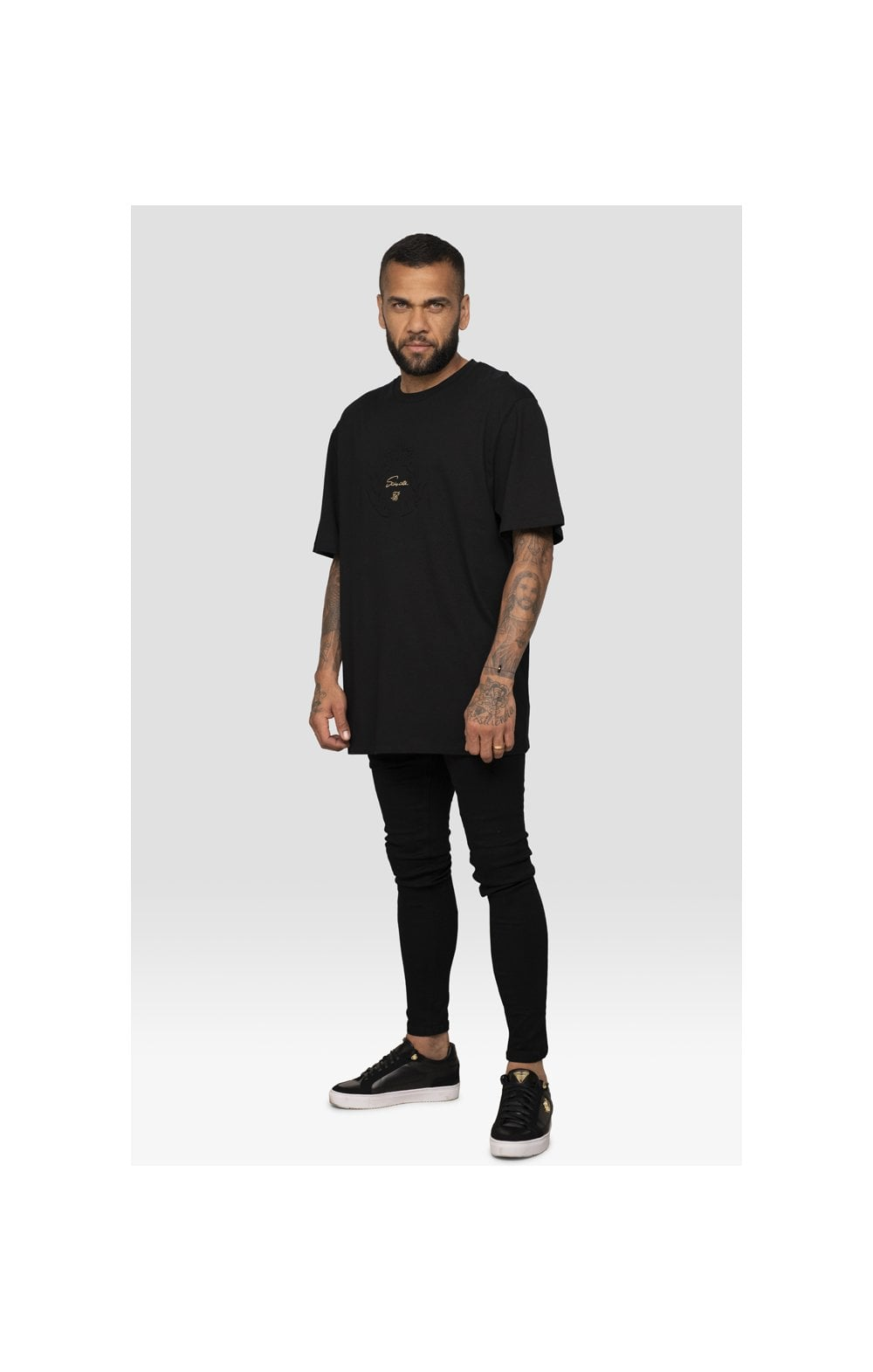 Laden Sie das Bild in den Galerie-Viewer, SikSilk X Dani Alves Luxus T-Shirt Kurzarm - Schwarz (3)