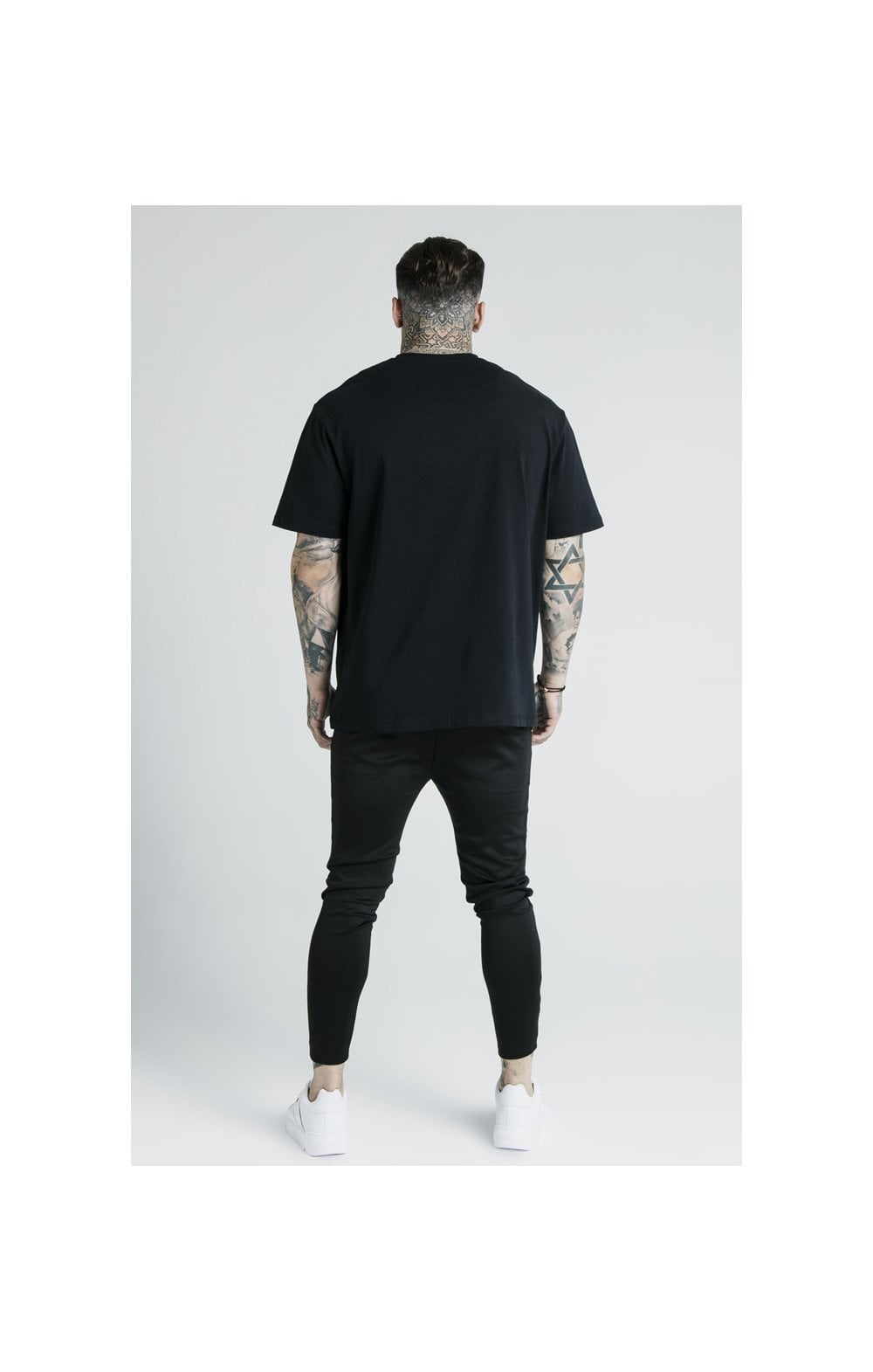 Laden Sie das Bild in den Galerie-Viewer, SikSilk X Dani Alves Luxus T-Shirt Kurzarm - Schwarz (5)