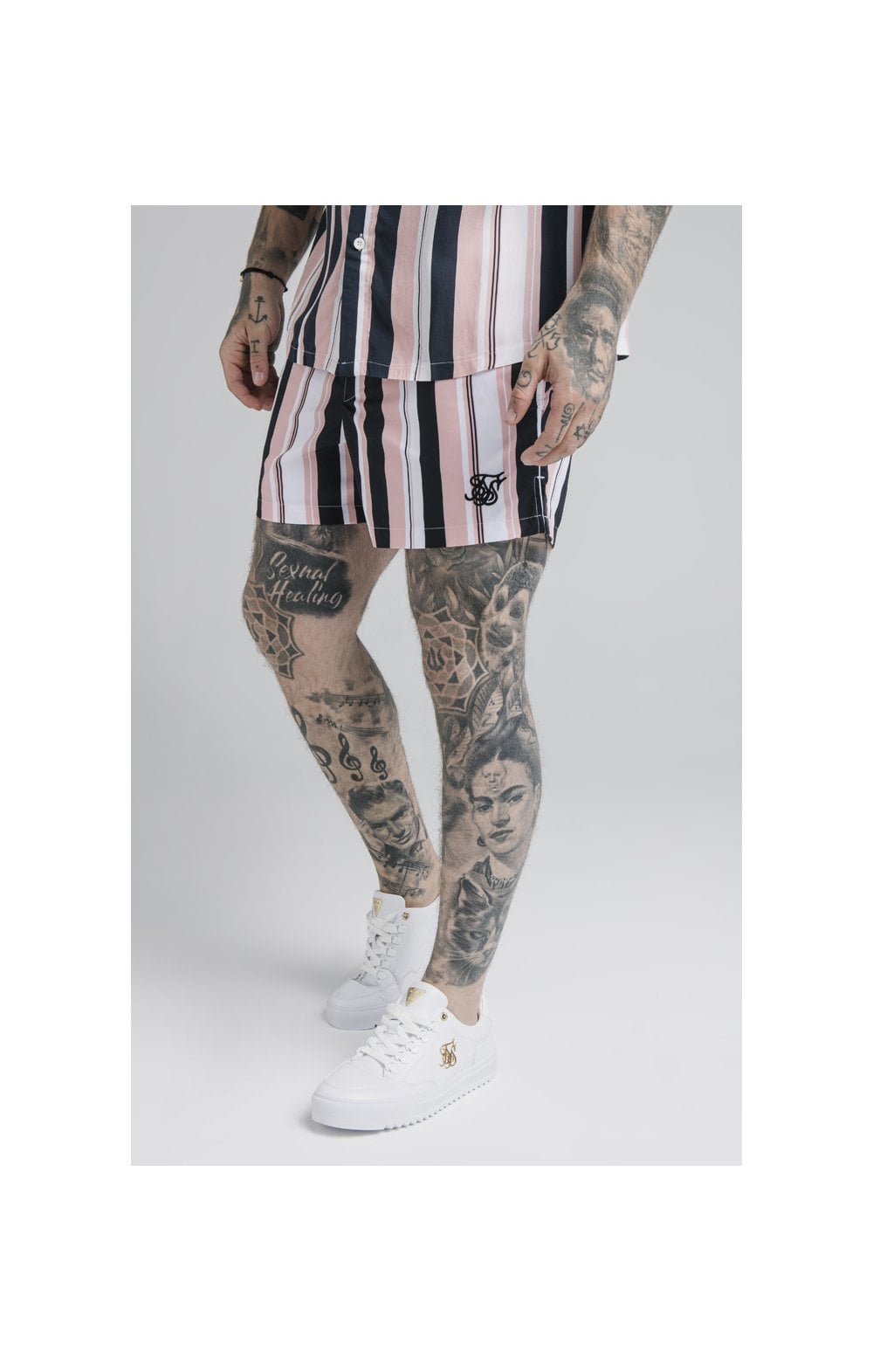 Laden Sie das Bild in den Galerie-Viewer, SikSilk Standard Swim Shorts – Navy, Pink & White