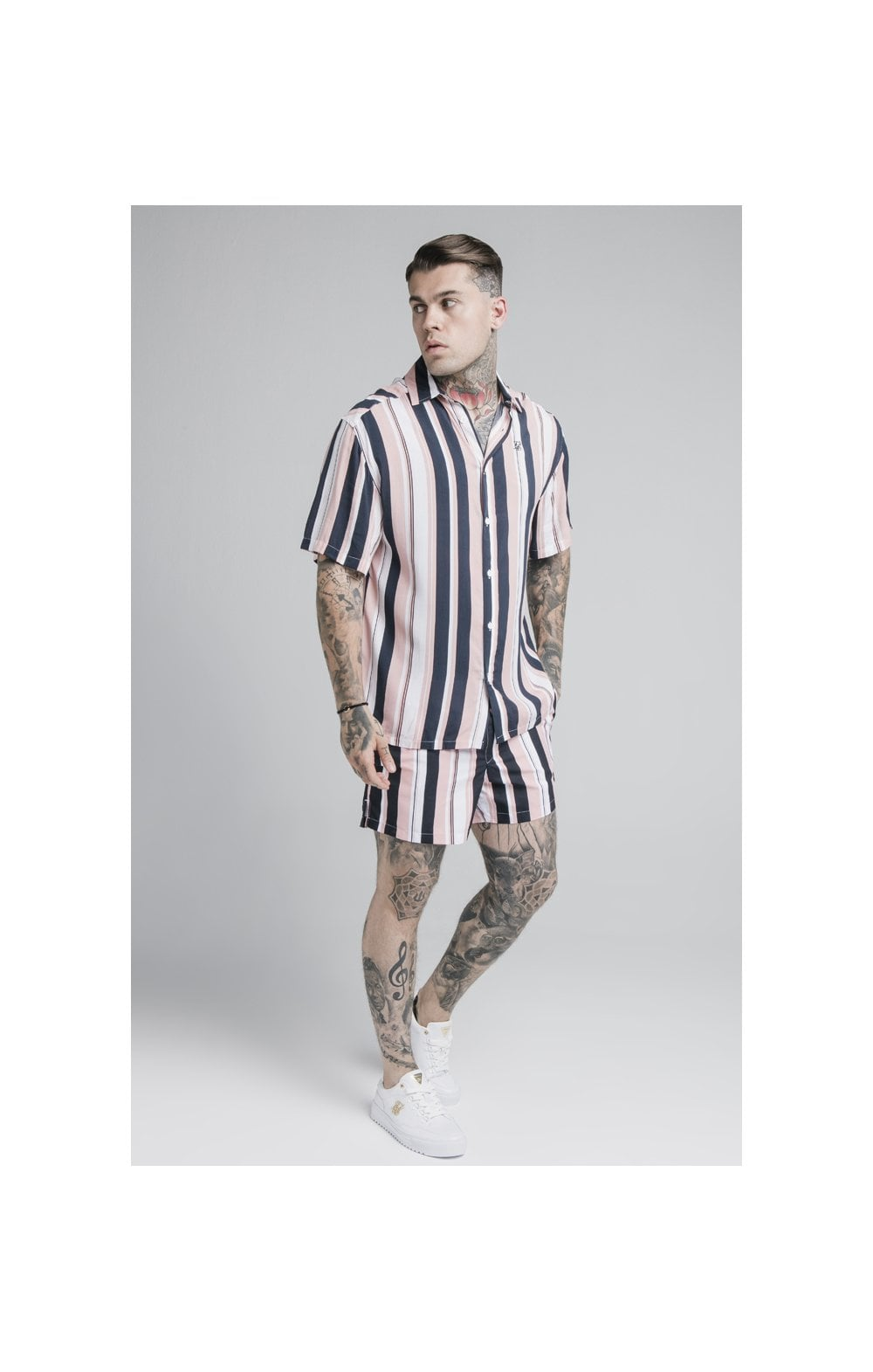 Laden Sie das Bild in den Galerie-Viewer, SikSilk Standard Swim Shorts – Navy, Pink & White (1)