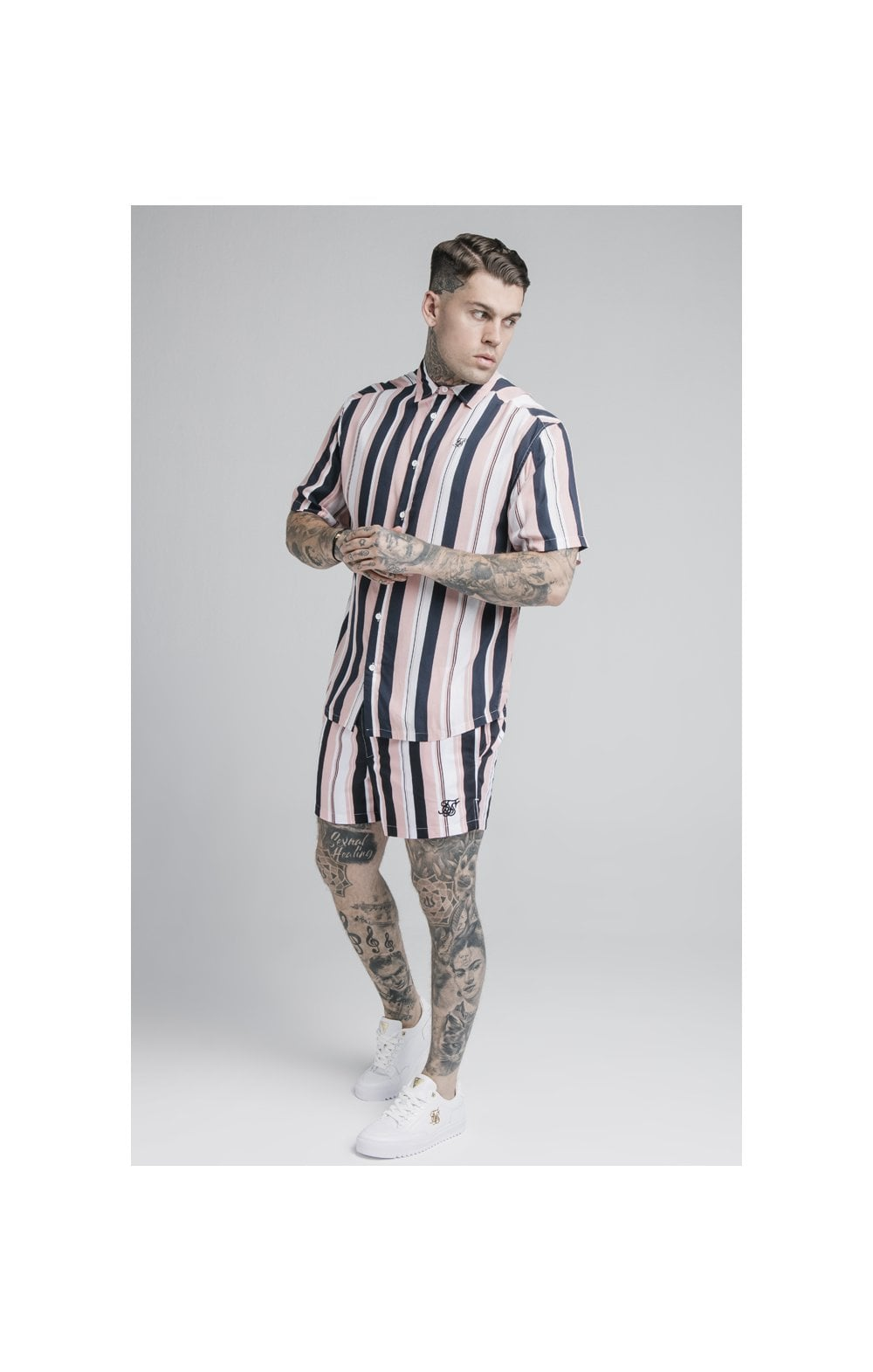 Laden Sie das Bild in den Galerie-Viewer, SikSilk Standard Swim Shorts – Navy, Pink & White (2)