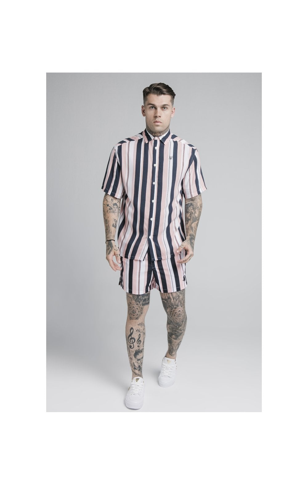 Laden Sie das Bild in den Galerie-Viewer, SikSilk Standard Swim Shorts – Navy, Pink & White (3)
