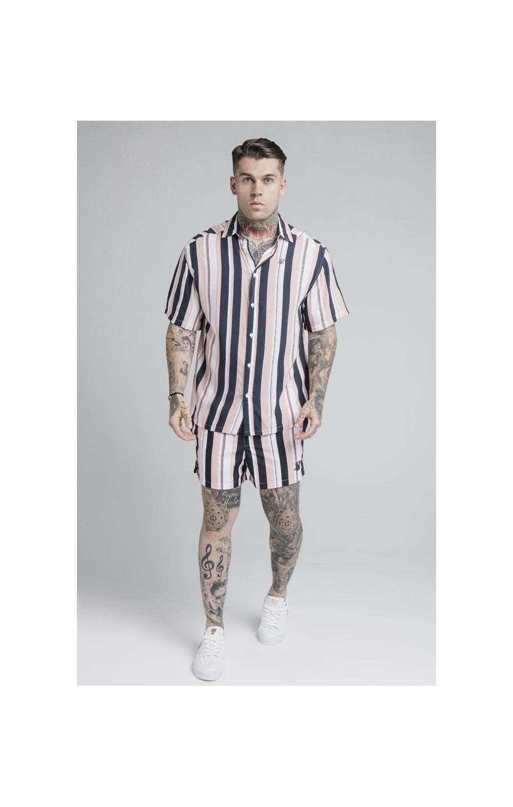 Laden Sie das Bild in den Galerie-Viewer, SikSilk Standard Swim Shorts – Navy, Pink & White (4)
