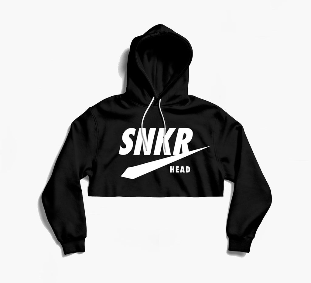 SNKR HEAD Design Logo Black Crop Hoodie (white)
