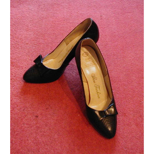 Black leather 80s vintage heels with bows