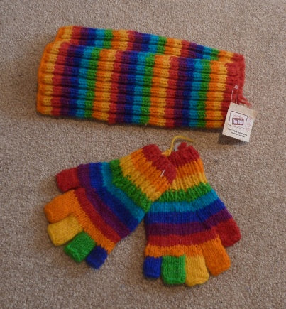 Multicoloured legwarmers and gloves