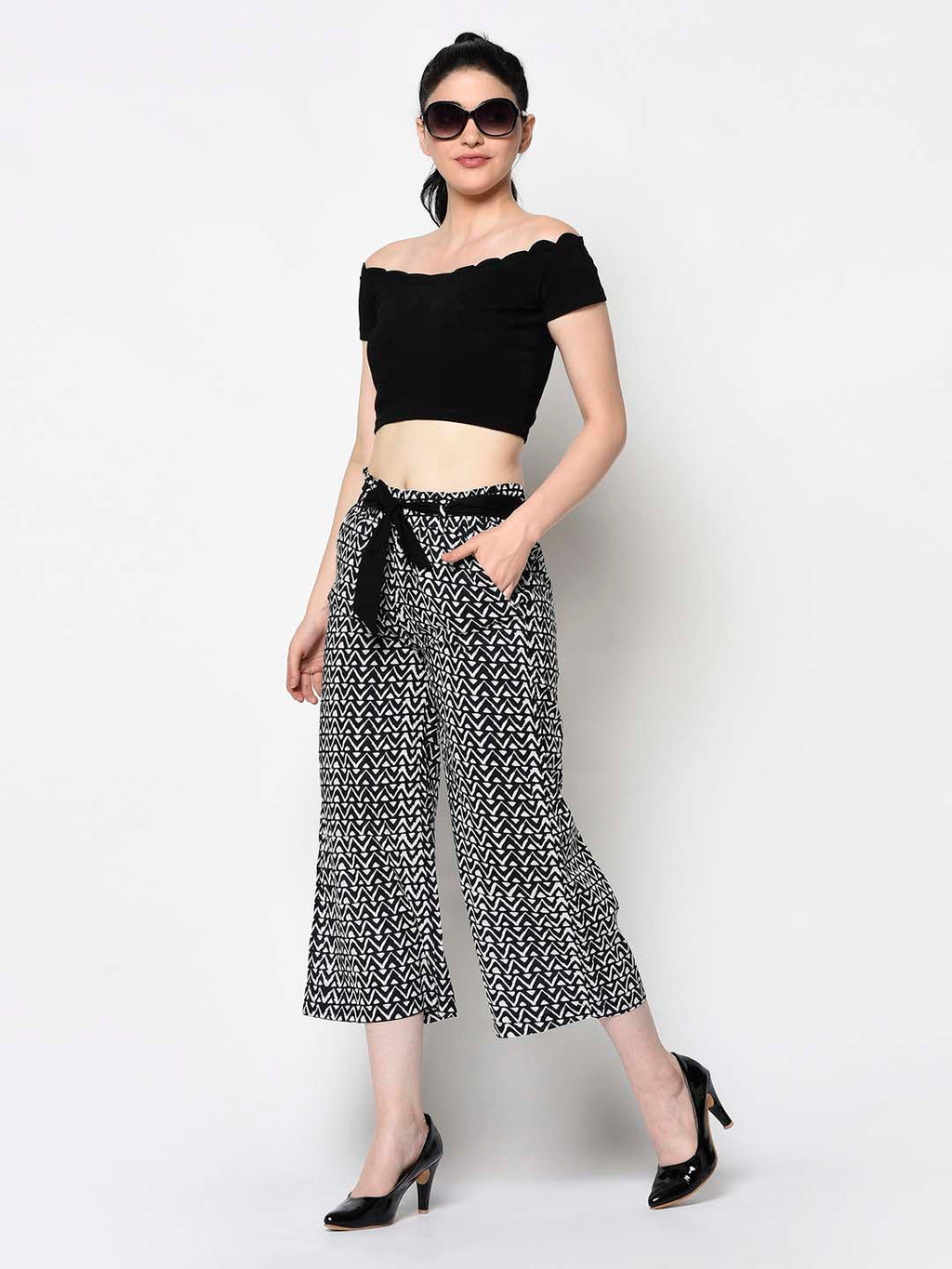 White And Black Straight Cut Cropped Pants