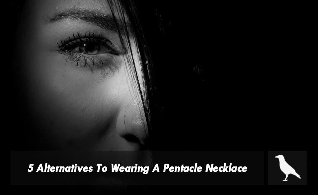 5 Alternatives To Wearing A Pentacle Necklace If You Don't Wanna Cause A Stir Due To Your Beliefs