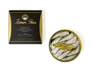 Ramon Pena Small Sardines (Sardinillas) with PADRON PEPPERS in Olive Oil (20/25) / Petites sardines à l'huile d'olive avec POIVRONS PADRON (20/25)