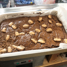 Load image into Gallery viewer, chocolate-brownie-tray-bake