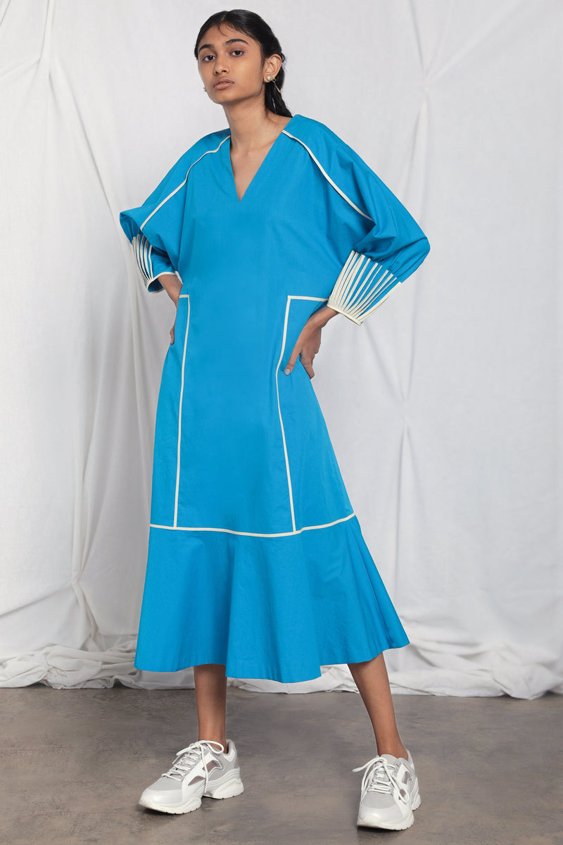 Shift dress with pleated sleeves