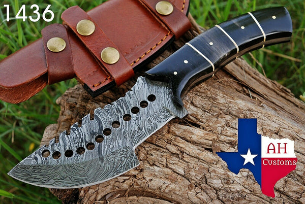 Hand Forged Damascus Steel Tracker Hunting Knife With Buffalo Horn Handle AH-1436