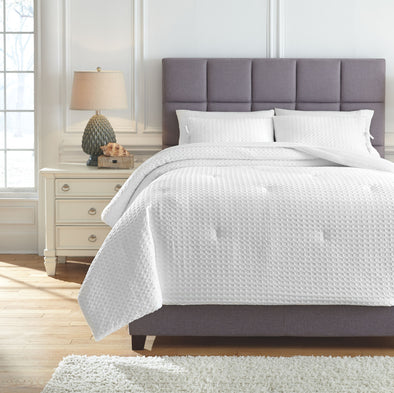 Maurilio - White - King Comforter Set