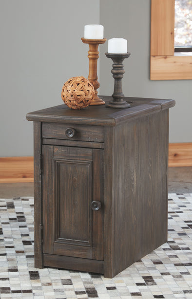 Wyndahl - Rustic Brown - Chair Side End Table