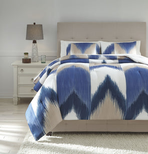 Mayda - Blue/Off White - King Comforter Set