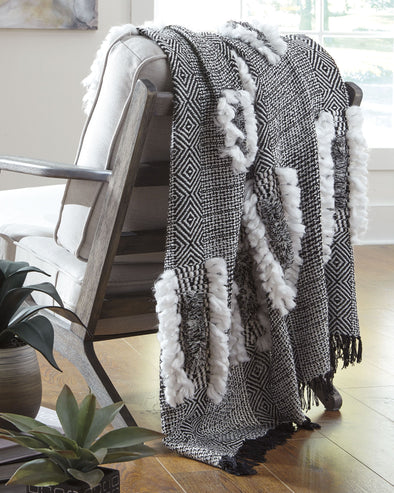 Jarmaine - Black/White - Throw (3/CS)