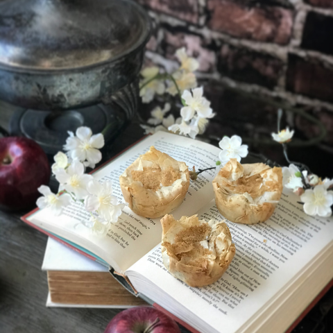 mini apple pies inspired by Snow White