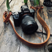 Load image into Gallery viewer, Personalized Leather Camera Strap Gift Custom Strap for Photographers DSLR Camera Holder - Gift for him Gift for Her Brown / Black - United Split
