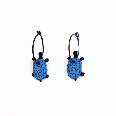 Lene Lundberg K-Form Blue/Black Turtle Earrings