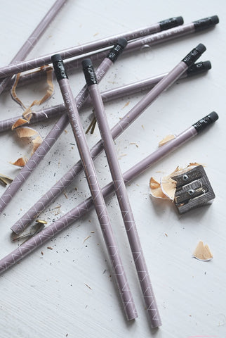 BLEISTIFT-PURPLE MIT RADIERGUMMI: BE STILL AND KNOW
