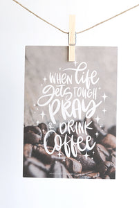 GROßE GRUßKARTE: WHEN LIFE GETS TOUGH PRAY AND DRINK COFFEE