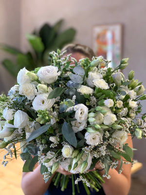 The White Elegancia Bouquet | Ticolas.com