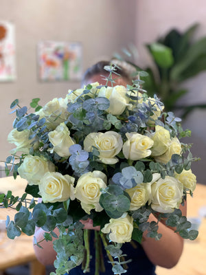 Load image into Gallery viewer, The Wild White Roses Bouquet | Ticolas.com
