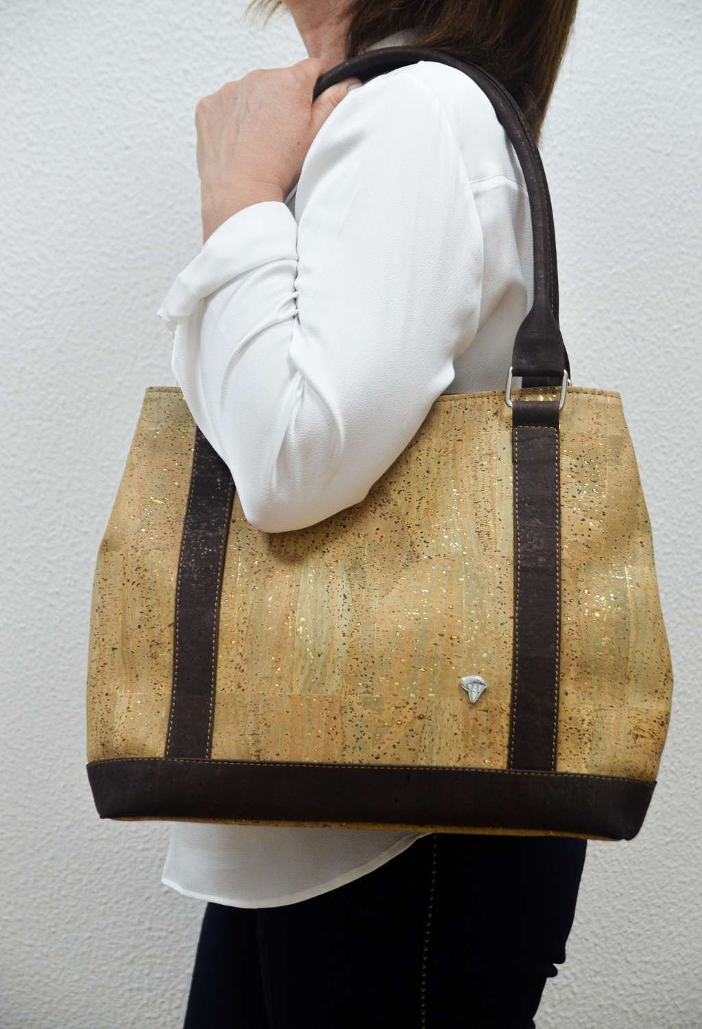 Women wearing a Beige Cork Handbag Germania - CESARSCORK