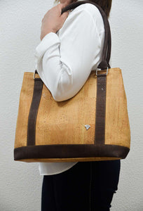 Women wearing a Natural Cork Handbag Germania - CESARSCORK
