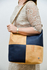 Women wearing a Blue Cork Handbag Matritium - CESARSCORK