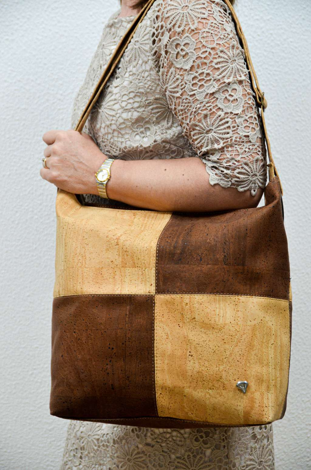 Women wearing a Brown Cork Handbag Matritium - CESARSCORK