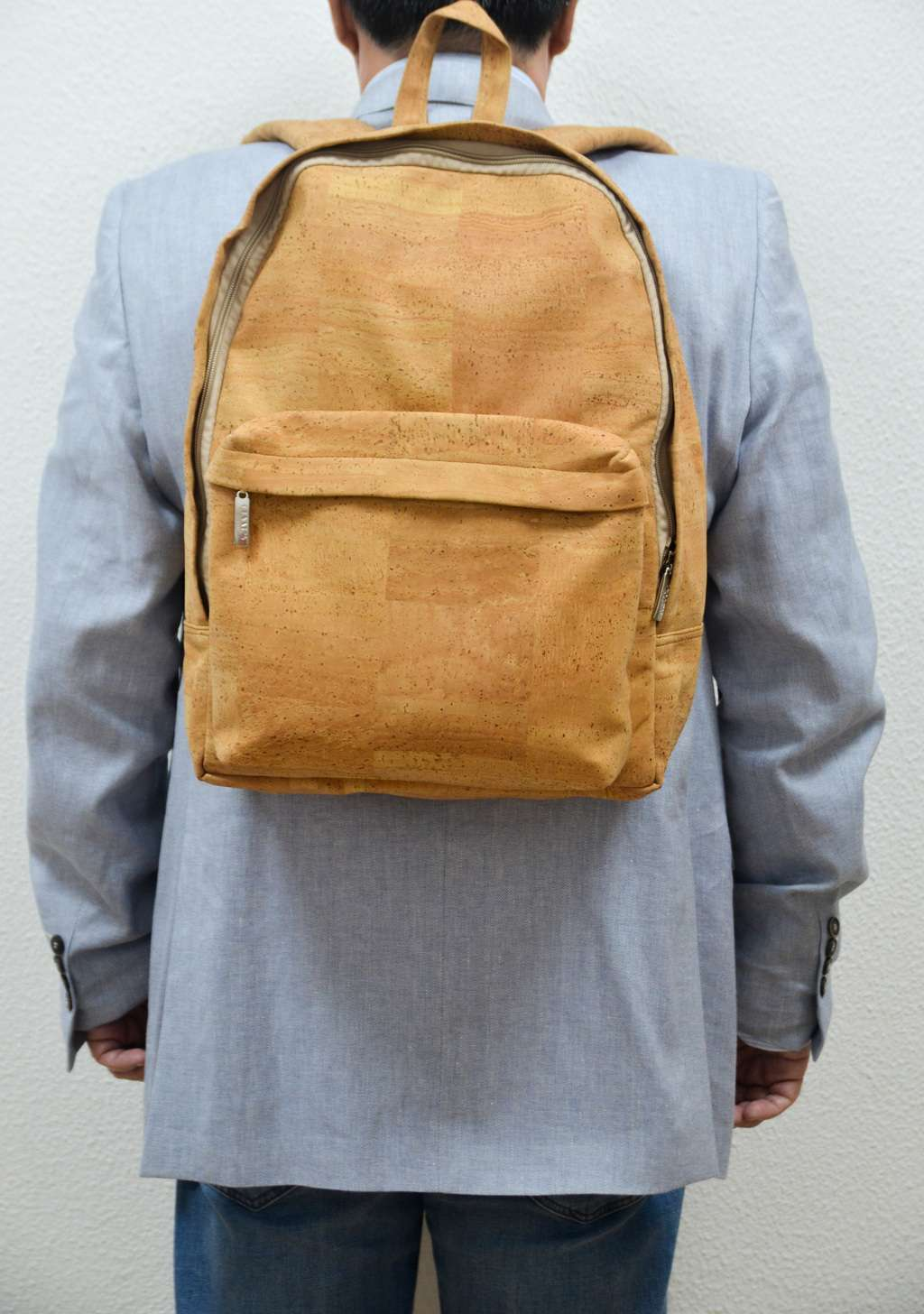 Men wearing a Natural Cork Backpack Rufus - CESARSCORK