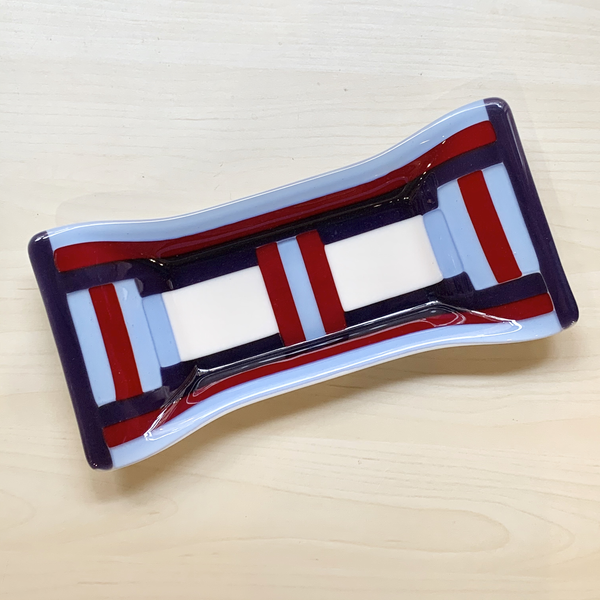 Bow Tie Dish - #25 Red/Blue/Gray/White - 6x13 inches