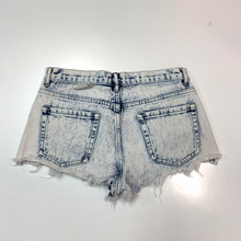 Load image into Gallery viewer, Forever 21 Shorts Size 3/4