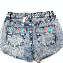 Load image into Gallery viewer, Tinseltown Shorts Size 5/6