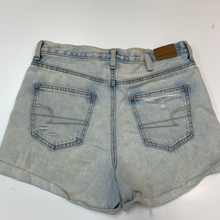 Load image into Gallery viewer, American Eagle Shorts Size 3/4