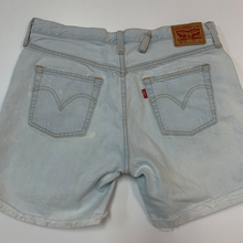Load image into Gallery viewer, Levi Shorts Size 7/8
