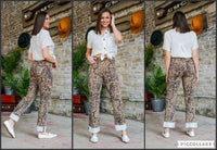 MID-RISE RELAXED FIT PRINT JEANS W/ CUFF