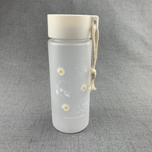 Load image into Gallery viewer, KAWAII DAISY FROSTED WATER BOTTLE