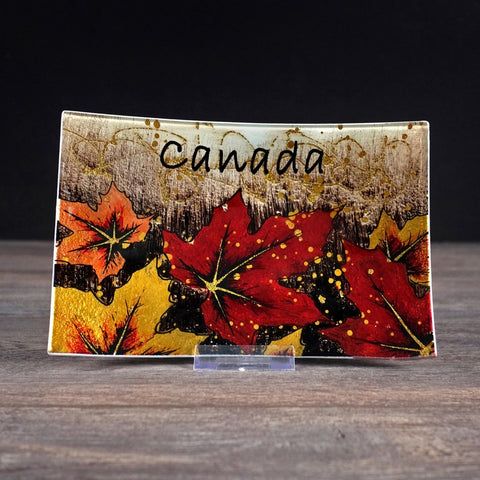 CANADA GLASS MAPLE LEAF PLATE  - 9x6""