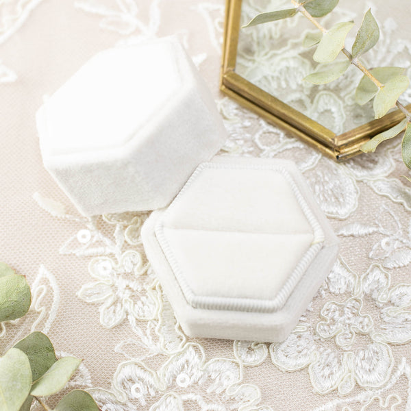 Envero Jewelry White Velvet Ring Box