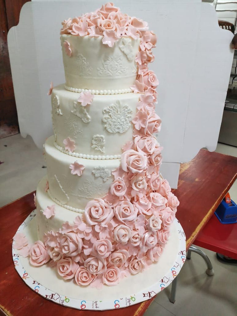 Roses In Couple Cake 12kgwc138