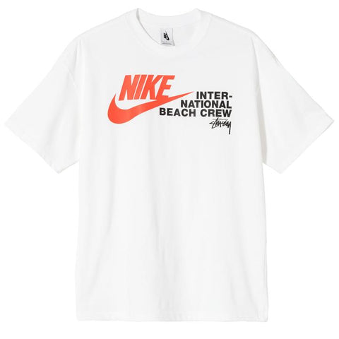STUSSY / NIKE REACH THE BEACH POSSE TEE (WHITE)