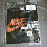 STUSSY / NIKE REACH THE BEACH POSSE TEE