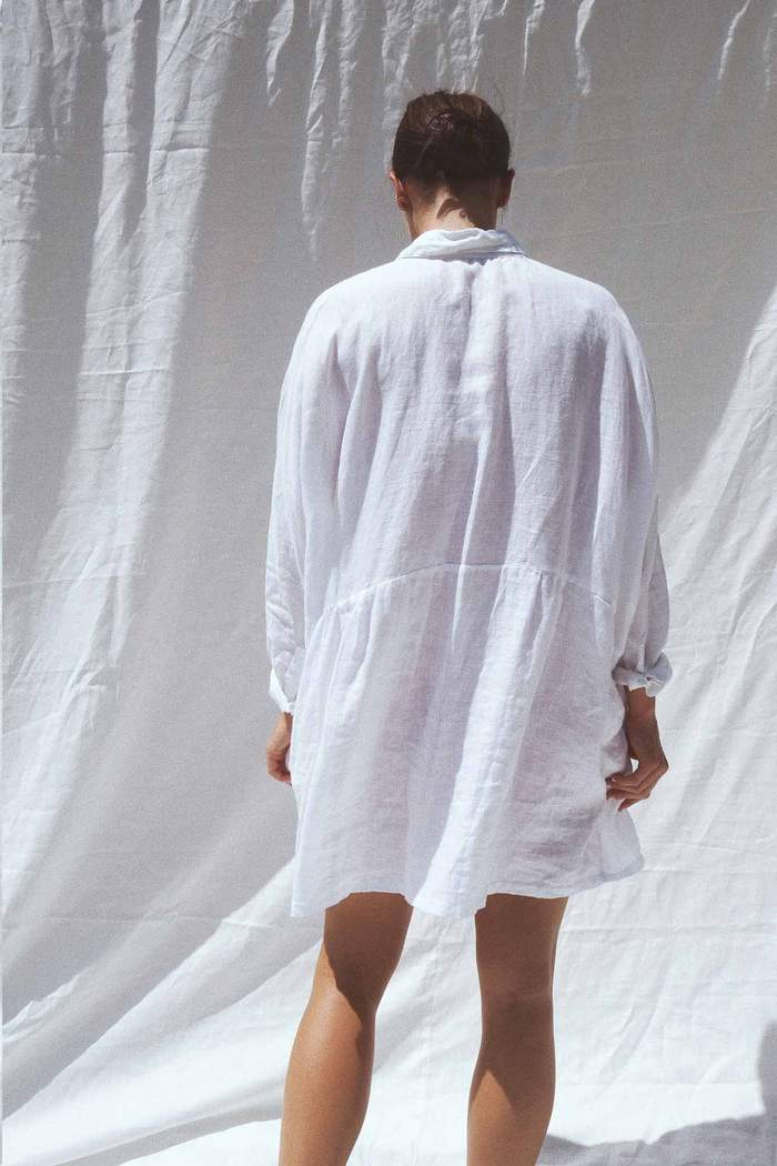 Model wearing the Byron oversized linen shirt in white - UNIK by us