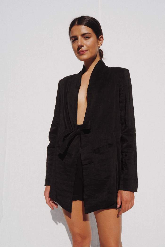 Model wearing the Samuel silk & linen blazer in black - UNIK by us