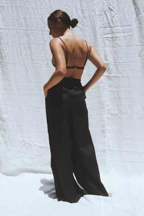 Model wearing the Jonathan wide leg linen pants in black - UNIK by us