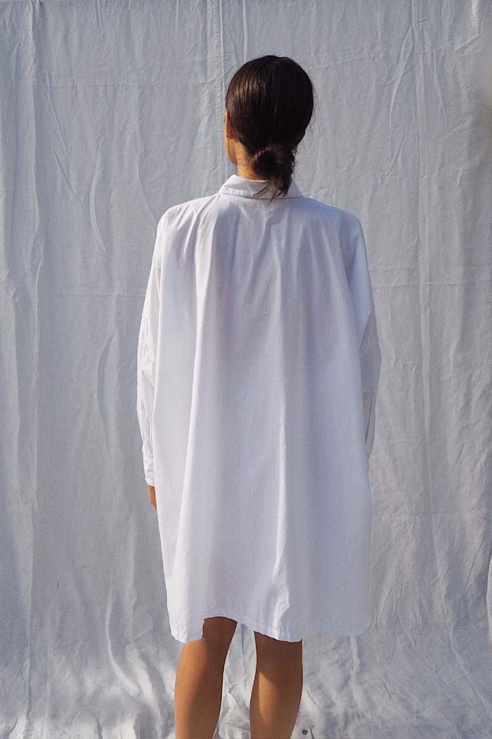 Model wearing the Oscar oversized cotton shirt in white - UNIK by us