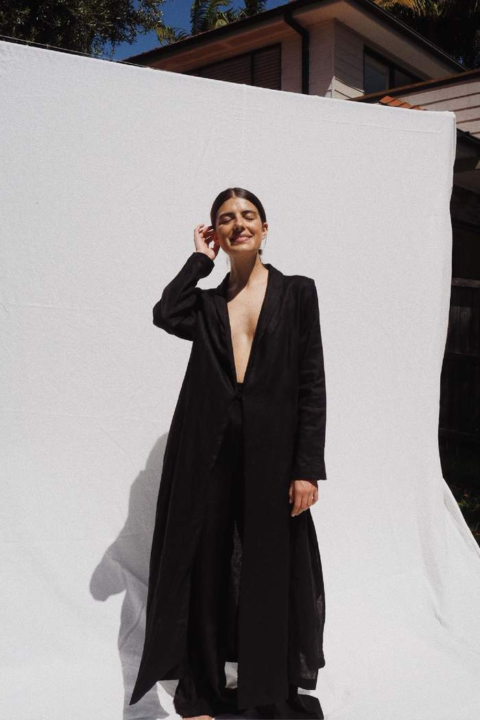 Model wearing the Tore long linen coat in black - UNIK by us