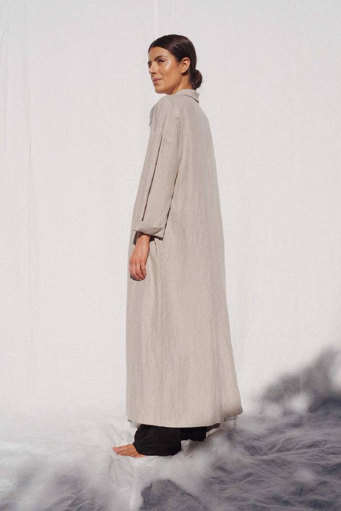 Model wearing Victor oversized linen coat in sand - UNIK by us
